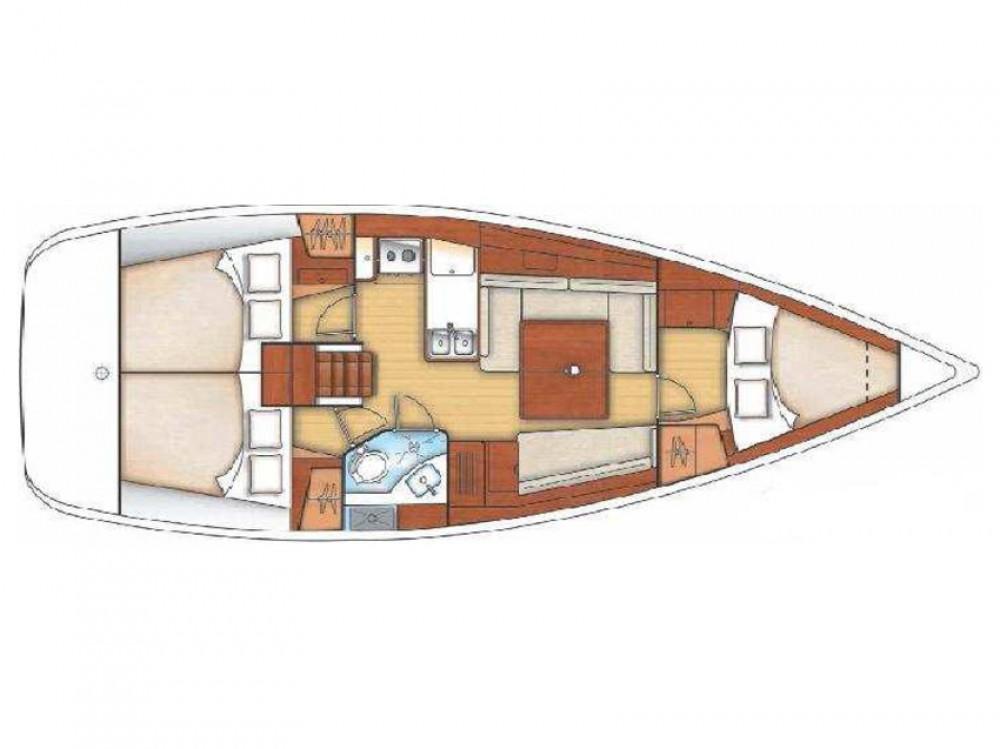 Boat rental Bénéteau Oceanis 37 in Marina di Portisco on Samboat