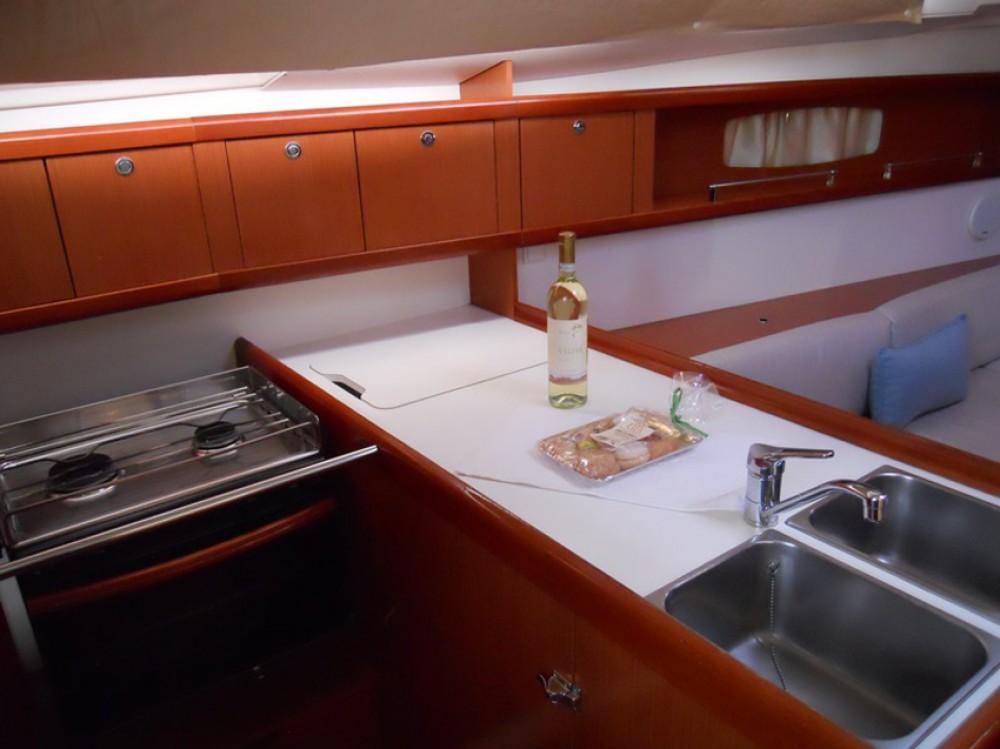 Bénéteau Oceanis 37 between personal and professional Marina di Portisco