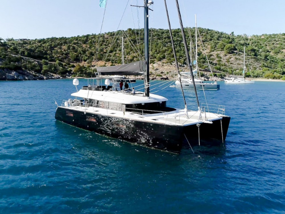 Boat rental Lagoon Lagoon 62 - 4 cabin version in Alimos Marina on Samboat