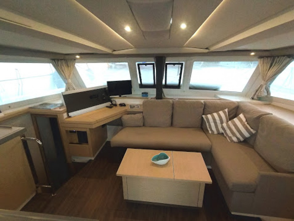 Fountaine Pajot Lucia 40 between personal and professional Grèce