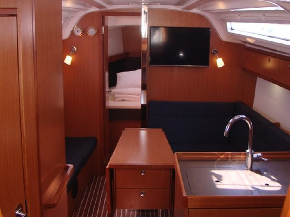 Boat rental Bavaria Bavaria Cruiser 37 in Grad Biograd na Moru on Samboat