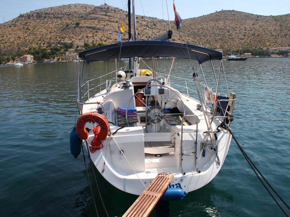 Rental yacht  - Elan Elan 333 on SamBoat