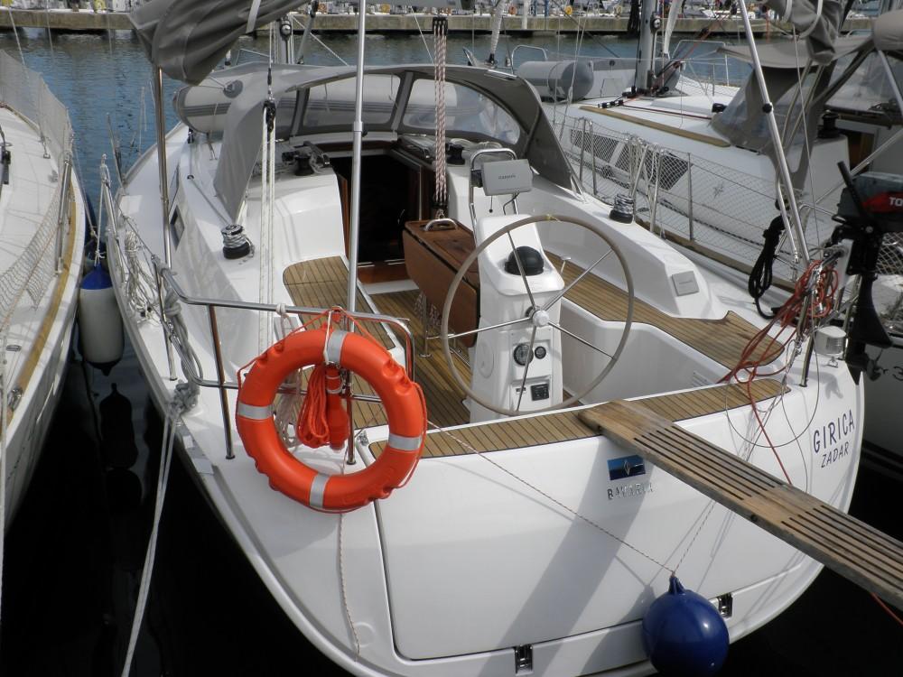 Rent a Bavaria Bavaria Cruiser 33 Sukošan