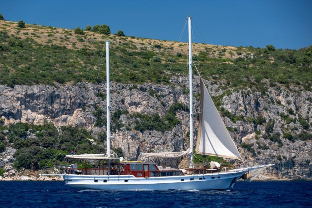 Rental Motor boat in Split - Cruisers Gulet