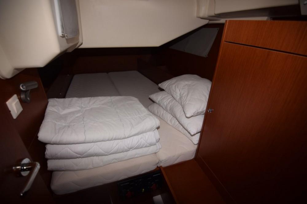 Rental yacht Sukošan - Bénéteau Oceanis 41.1 on SamBoat