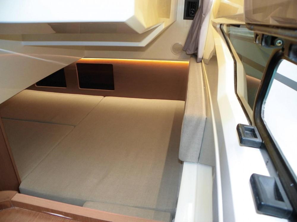 Rental Motorboat in Sukošan - Jeanneau Merry Fisher 895