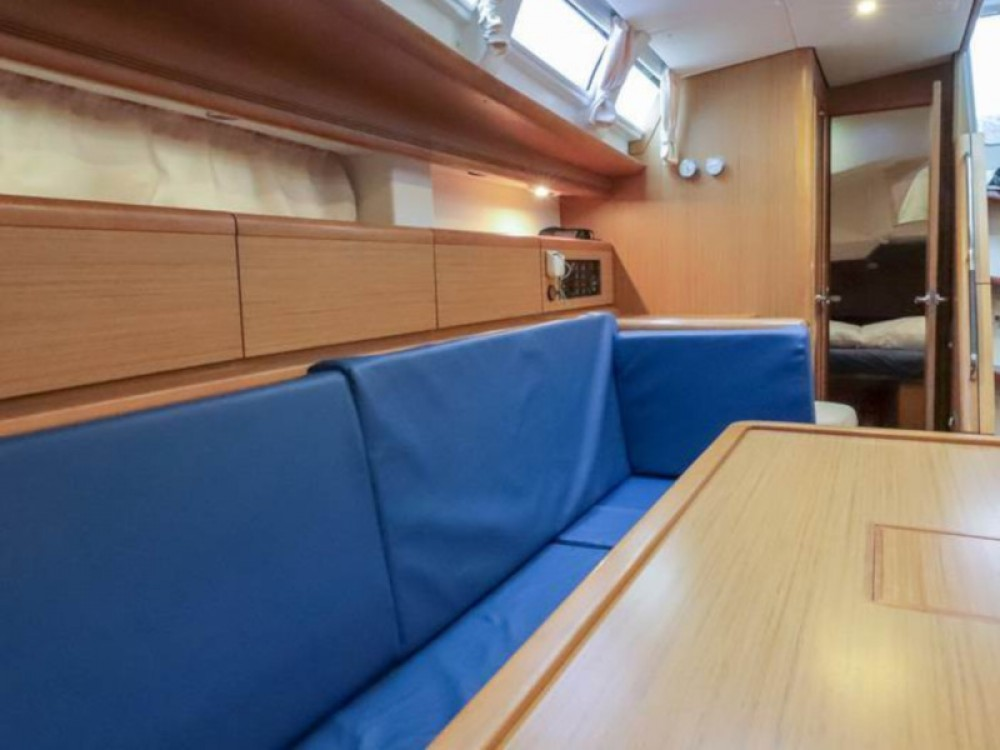 Hire Sailboat with or without skipper Jeanneau Piombino