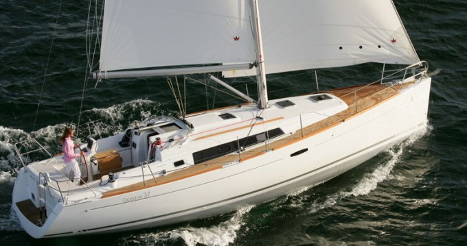 Hire Sailboat with or without skipper Bénéteau Salivoli