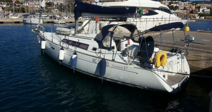 Rental yacht Salivoli - Bénéteau Oceanis 37 on SamBoat