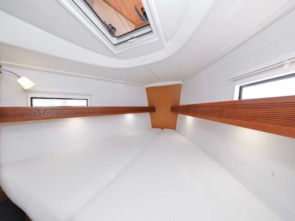 Rental yacht Marina Zadar - Bavaria Bavaria 36 Cruiser on SamBoat