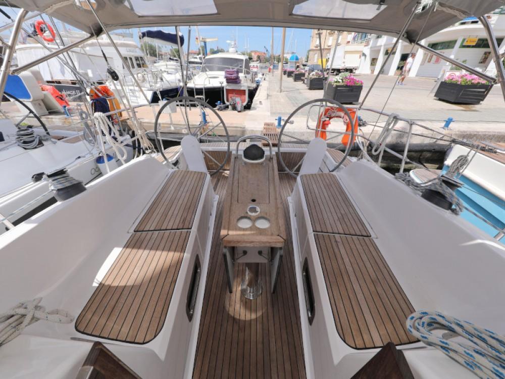 Boat rental Bavaria Bavaria Cruiser 37 in Zadar on Samboat