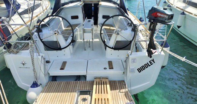 Boat rental Jeanneau Sun Odyssey 349 in Drage on Samboat