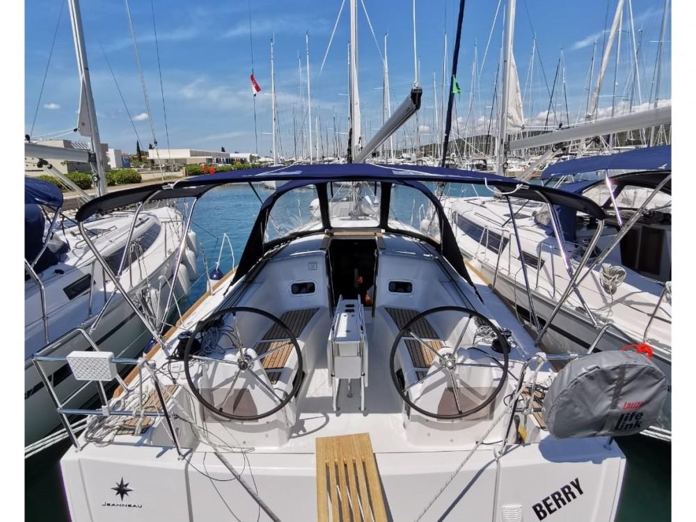 Boat rental Jeanneau Sun Odyssey 349 in Pirovac on Samboat
