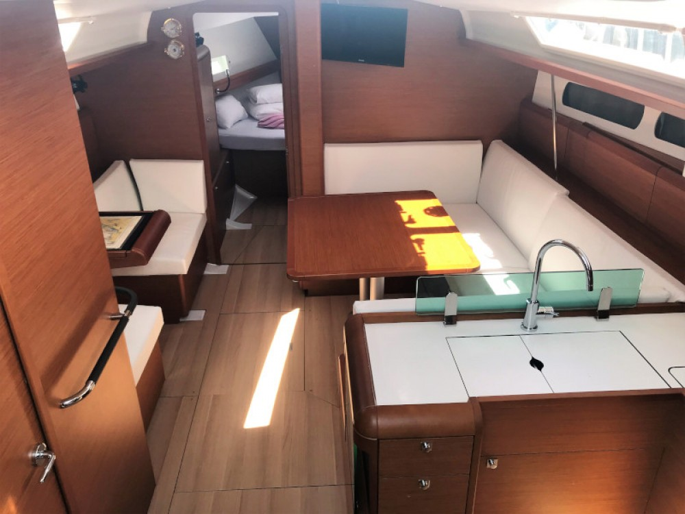 Jeanneau Sun Odyssey 419 between personal and professional Pirovac