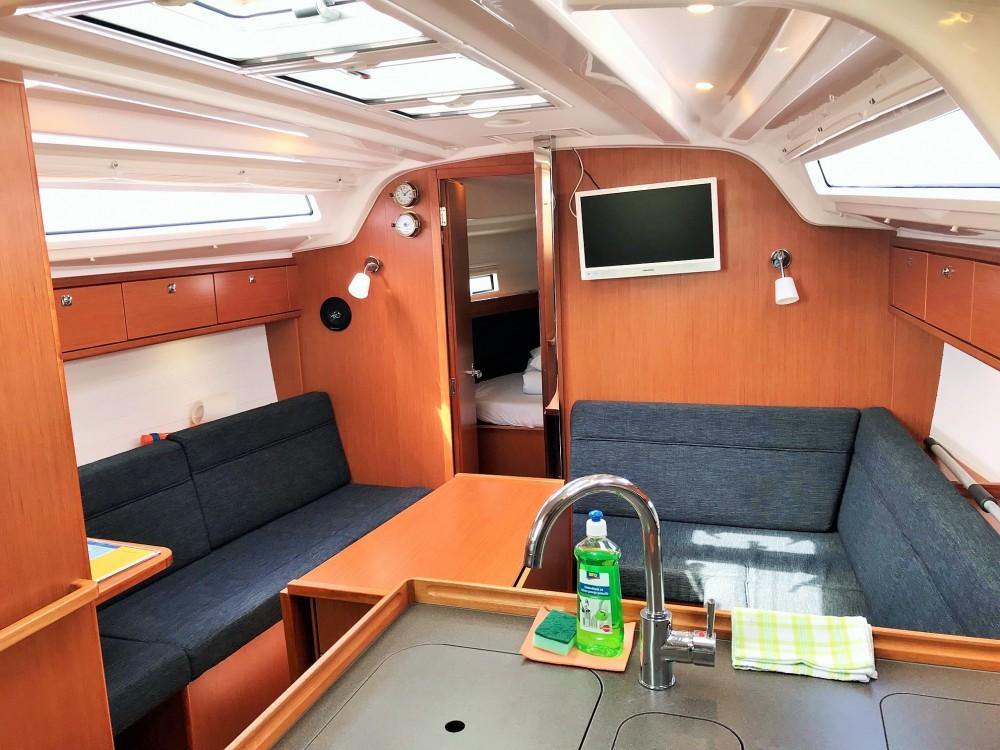 Rent a Bavaria Bavaria Cruiser 37 Pirovac