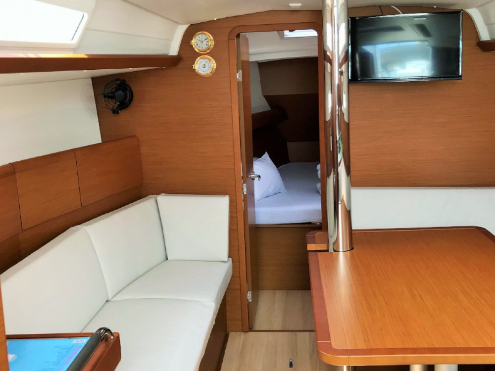 Jeanneau Sun Odyssey 389 between personal and professional Pirovac