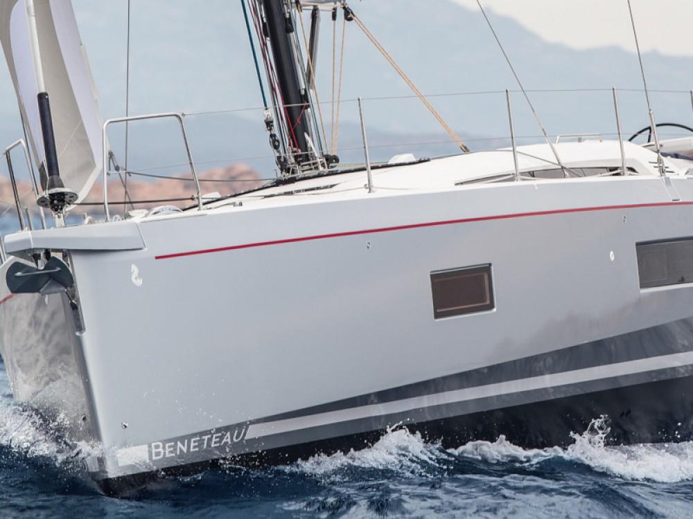 Boat rental Bénéteau Oceanis 51.1 in Alimos Marina on Samboat