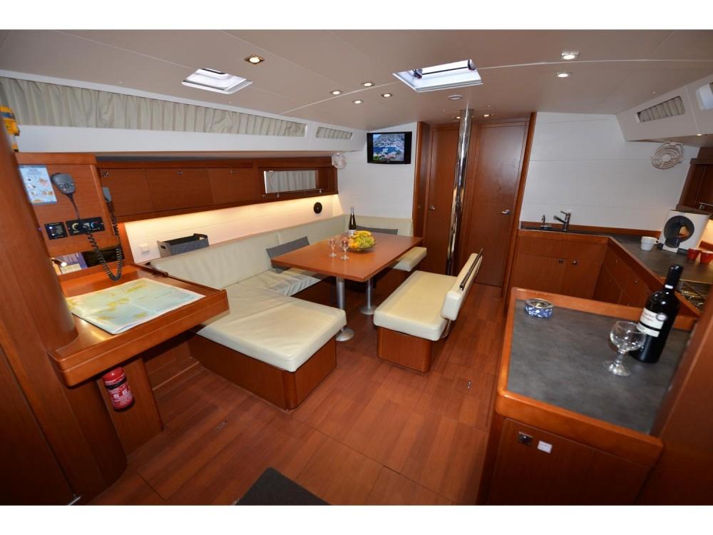 Rent a Bénéteau Oceanis 48 Alimos Marina