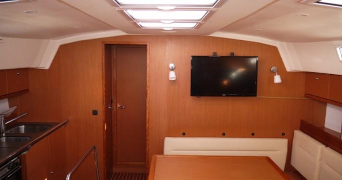 Rental yacht Salamina - Bavaria Bavaria 45 Cruiser on SamBoat