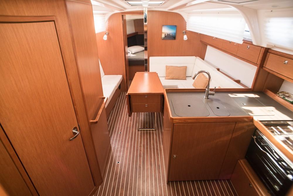 Rental Sailboat in Lefkada - Bavaria Bavaria Cruiser 37