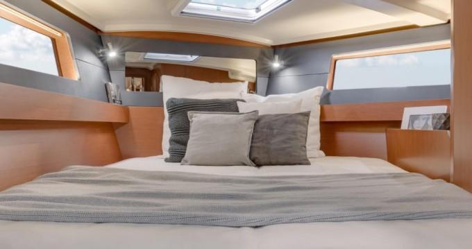 Rental yacht Lefkas Marina - Bénéteau Oceanis 41.1 on SamBoat
