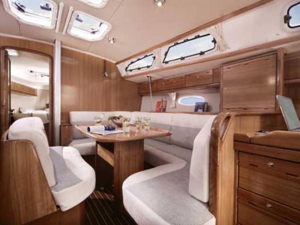 Rent a Bavaria Bavaria Cruiser 40 De Fryske Marren