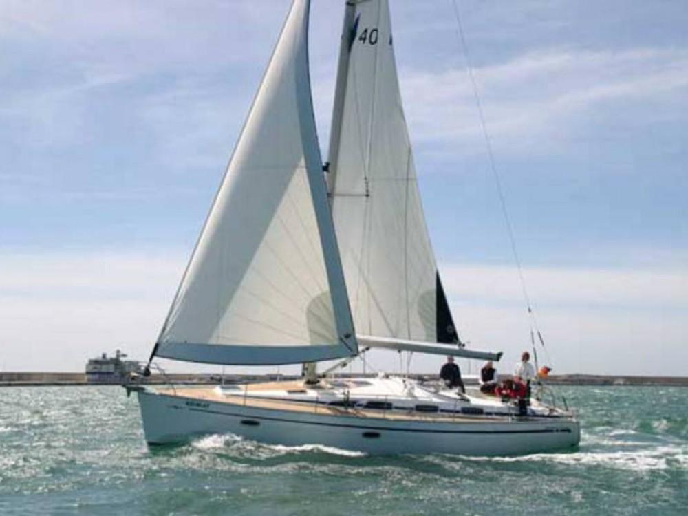 Rental yacht De Fryske Marren - Bavaria Bavaria Cruiser 40 on SamBoat