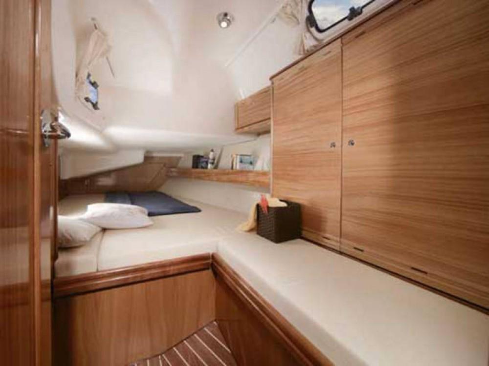 Boat rental Bavaria Bavaria 40 Cruiser in De Fryske Marren on Samboat