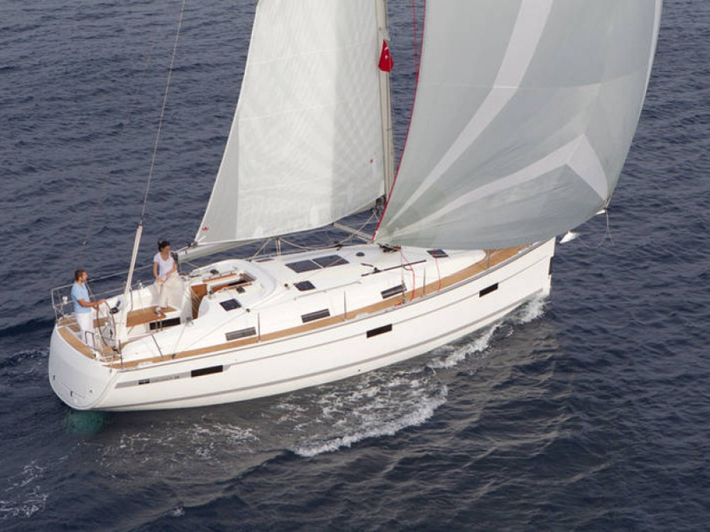 Rental Sailboat in De Fryske Marren - Bavaria Bavaria Cruiser 36