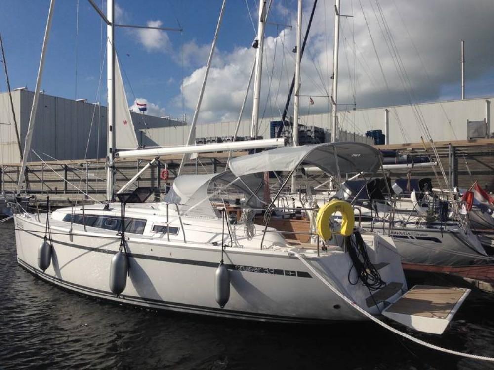 Boat rental Bavaria Bavaria Cruiser 33 in Lemmer on Samboat