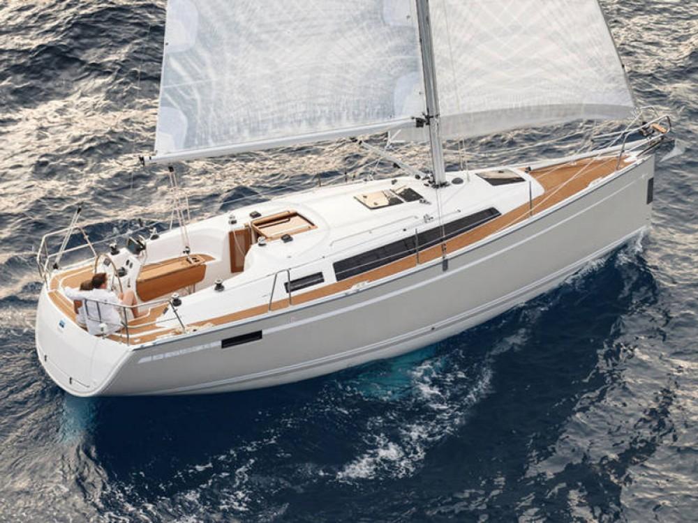 Rental yacht Lemmer - Bavaria Bavaria Cruiser 33 on SamBoat