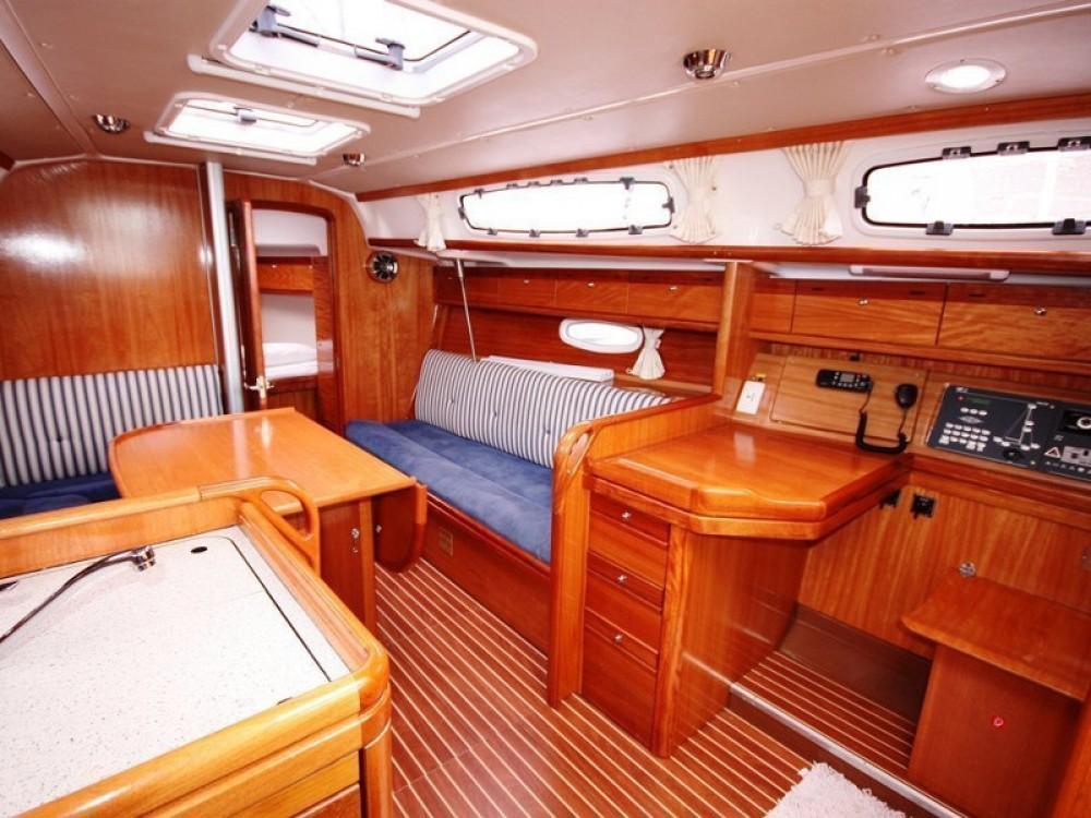 Rental yacht  - Bavaria Bavaria 34 Cruiser on SamBoat