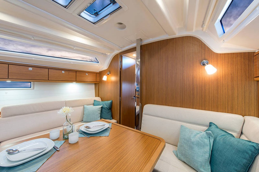 Rental Sailboat in Palma - Bavaria Bavaria Cruiser 37