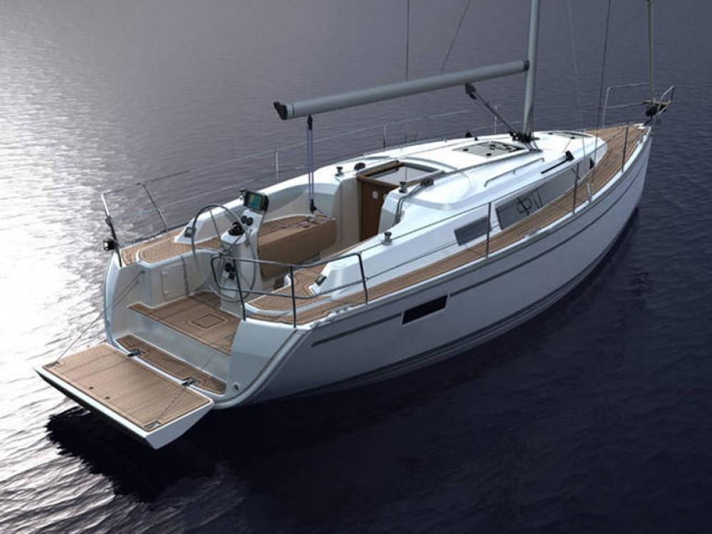 Rent a Bavaria Bavaria Cruiser 33