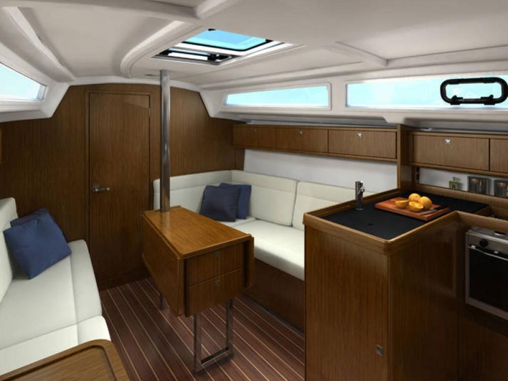 Boat rental  cheap Bavaria Cruiser 33