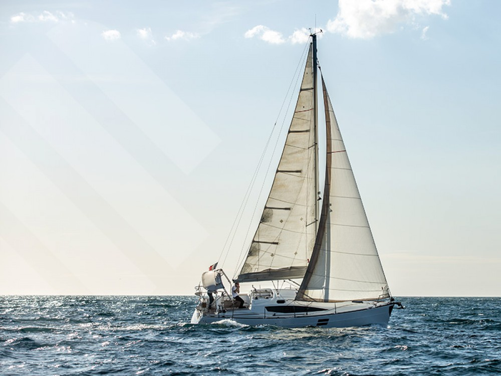 Hire Sailboat with or without skipper Elan Marseille