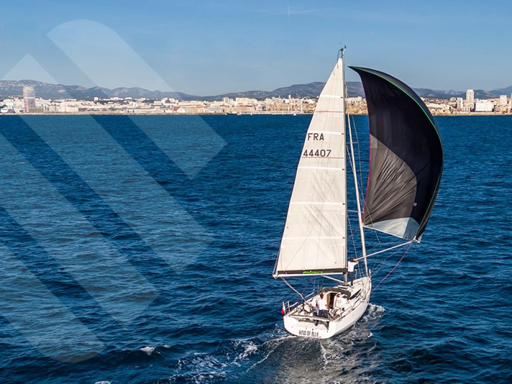 Boat rental Elan Elan S3 in Marseille on Samboat
