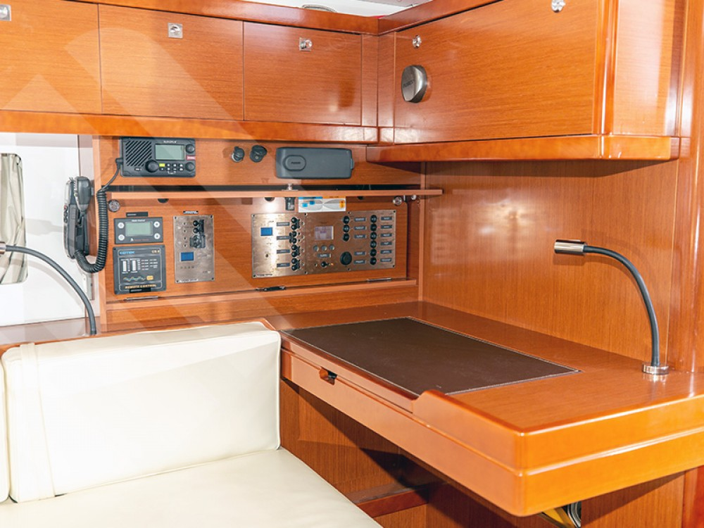 Bénéteau Oceanis 55 between personal and professional Marseille