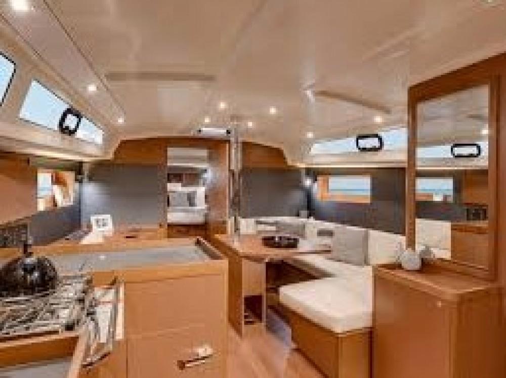 Rental yacht Le Marin - Bénéteau Oceanis 41.1 on SamBoat