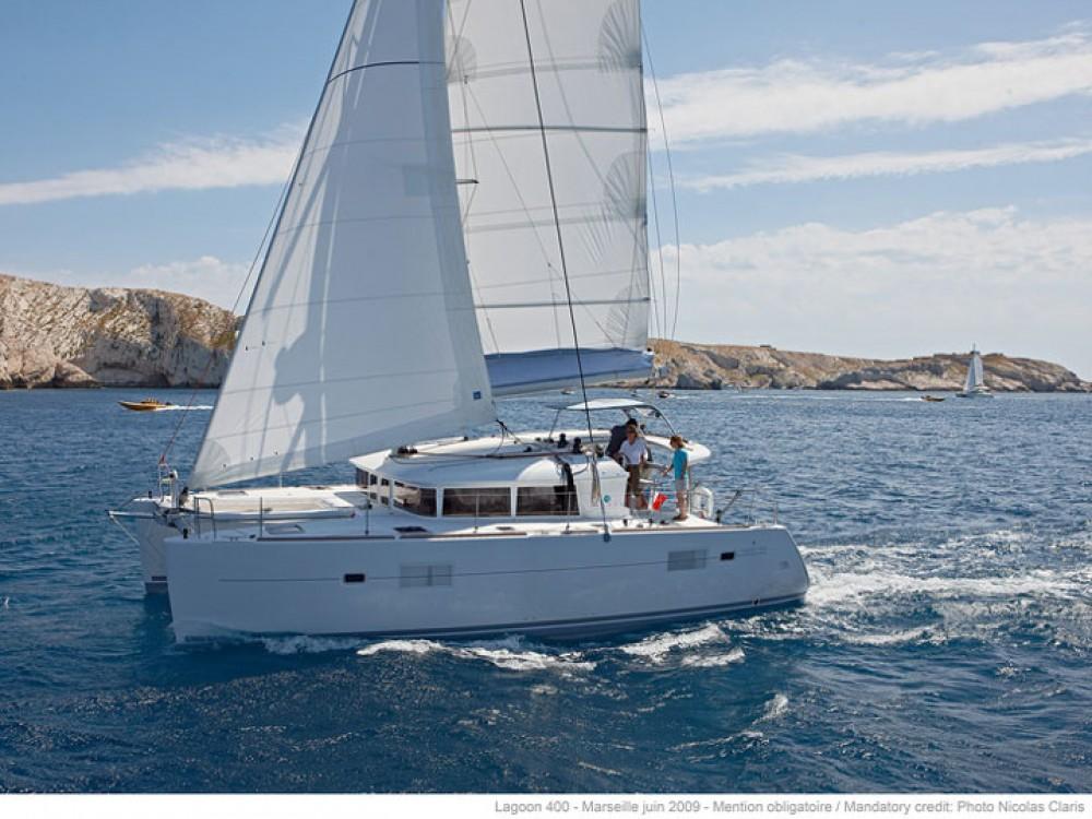 Rental Catamaran in Le Marin - Lagoon Lagoon 400 S2