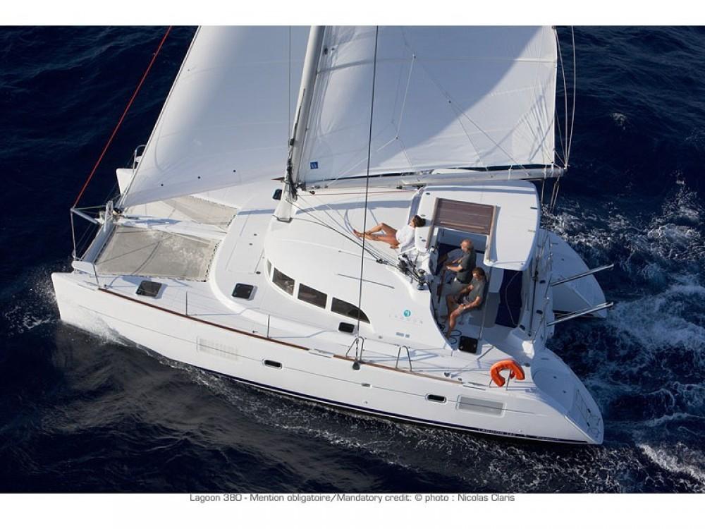 Rental Catamaran in Le Marin - Lagoon Lagoon 380 PREMIUM