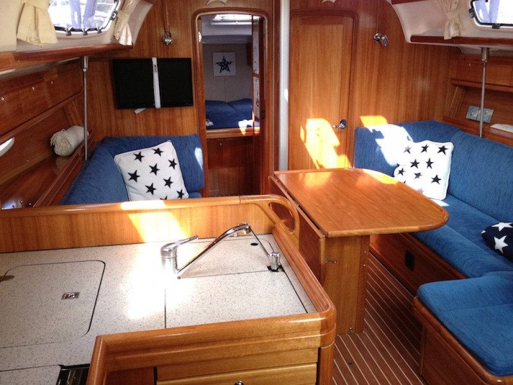 Rental yacht Morningside marina - Bavaria Bavaria 38 Cruiser on SamBoat