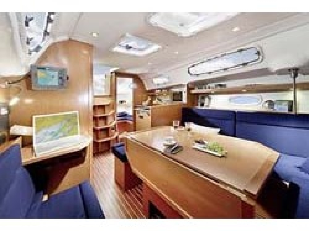 Boat rental Bavaria Bavaria 35 Cruiser in Morningside marina on Samboat