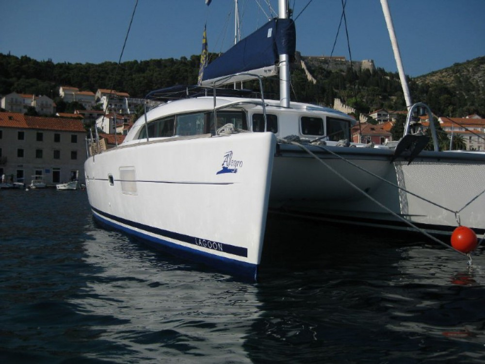 Boat rental Lagoon Lagoon 380 S2 Premium in  on Samboat