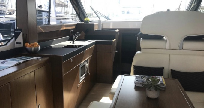Boat rental Bavaria Bavaria Virtess 420 Fly in Šibenik on Samboat