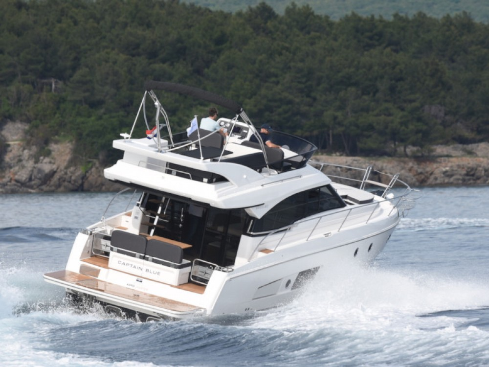 Rental Motorboat in  - Bavaria Bavaria Virtess 420 Fly