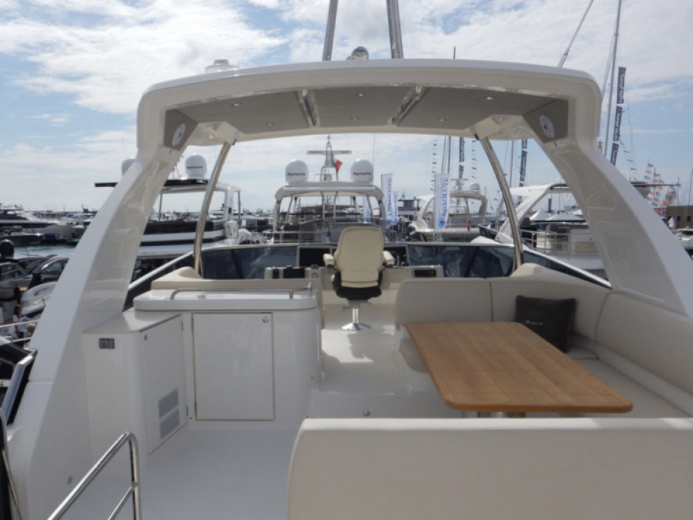 Hire Motor boat with or without skipper Absolute