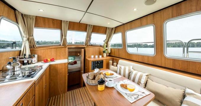 Rental Motorboat in Mirow - Linssen Linssen Grand Sturdy 350 AC