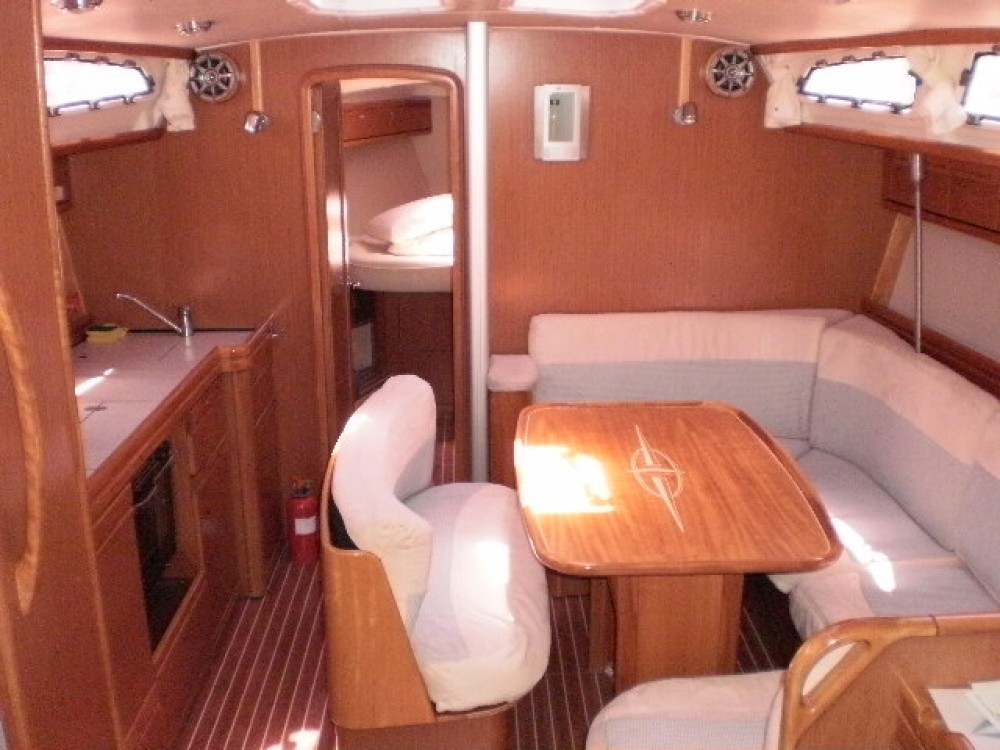 Hire Sailboat with or without skipper Bavaria Akhíllio