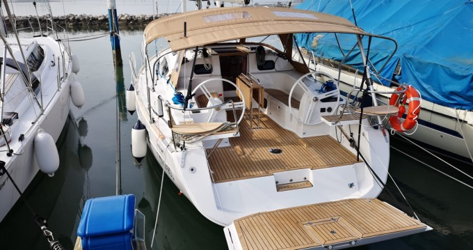 Boat rental Elan Impression 40 in Capo d'Orlando on Samboat